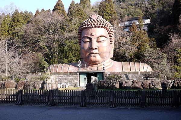 写真をトレスしちゃえばいいと思うんですよね。……コレは石川県の珍スポット「ハニベ巌窟院」