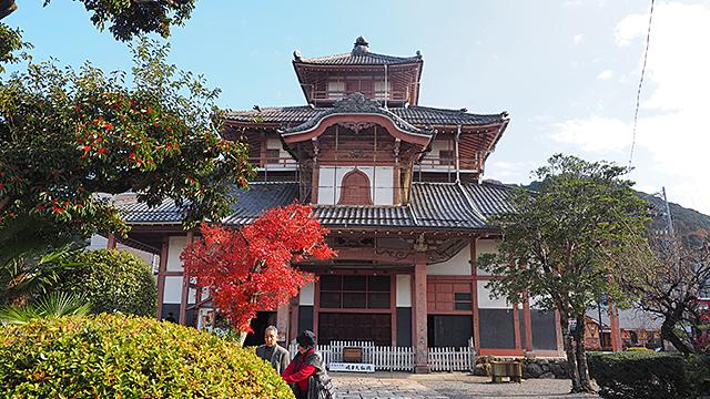 岐阜城に行く手前にある「金鳳正法寺」。ここに親近感のわく大仏がいるというのだ。
