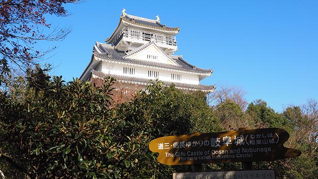 ロープウェイですぐ岐阜城にいける。