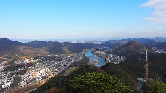 そしてこの眺望。山の上からだもの、超絶景! 長良川が美しい。