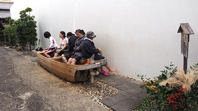 長良川観光ホテル横。長良川温泉がくまれていて無料で入れる。
