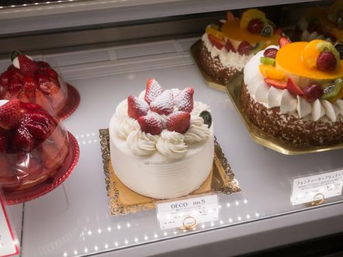 新宿高野のケーキを買ってきた