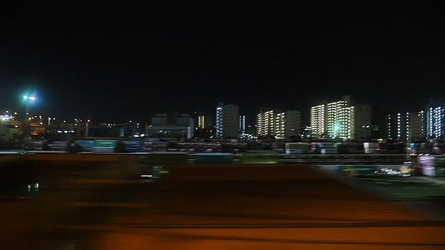 博多に近づくと街がまだ明るい!みんな起きてるな!