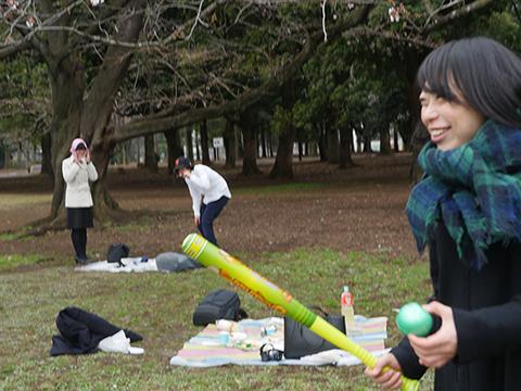 よし、次は野球でもやるか。と腰を上げた古賀さんと同時に立ち上がった盗っ人夫婦