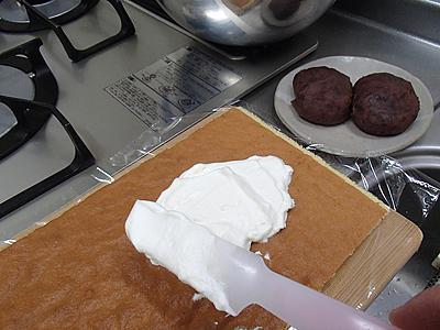 生クリームを400ml用意したが半分でよかった。お菓子作りの加減が分からず。