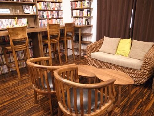 素敵なソファが置いてあるおしゃれな空間。