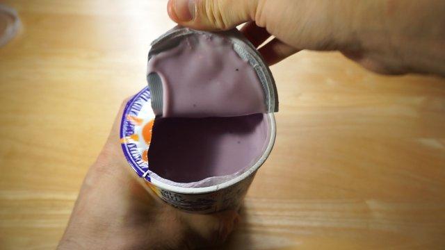 開ける。いきなり破れる。