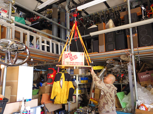 お店の倉庫にはたくさんの発明品も眠る。大人の秘密基地感が満載