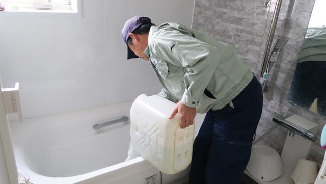 温泉水200リットルを都内の自宅の風呂まで運んでくれて13,000円。これ良すぎです。指圧も込みで満点の親孝行に(ただし人んちの親)。