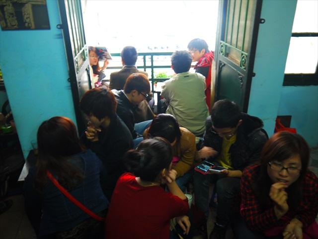 でも日本の満員電車もこんな感じか。