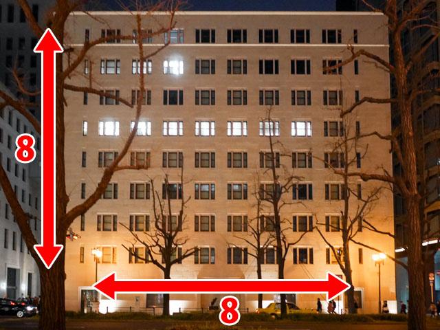 ビルの窓を1つのドットと考えると、ビル全体がドット絵のキャンパスになる。このビルの場合は8x8ドットが描ける