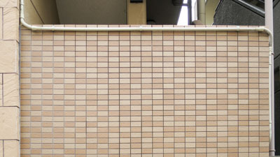 タイル状の壁は、間違いなくパンチカード