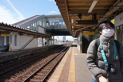 藤原さん。2016.3.25 JR鵜沼駅にて