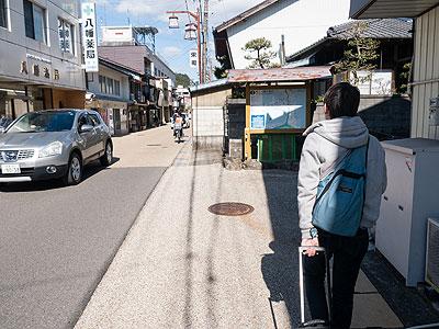 藤原さん撮影。縦に並んで歩く