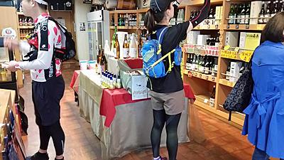 ランナー1名合流。第四給日本酒ポイントまで3人で走行。