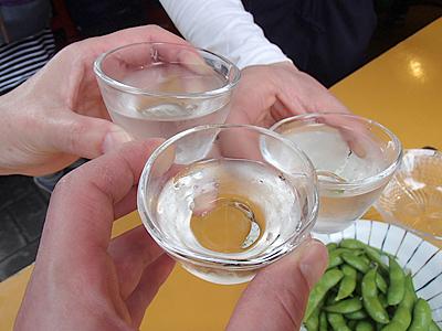 こちらでの1杯は岐阜県美濃加茂市の御代桜醸造の純米生酒。滑らかスッキリ。