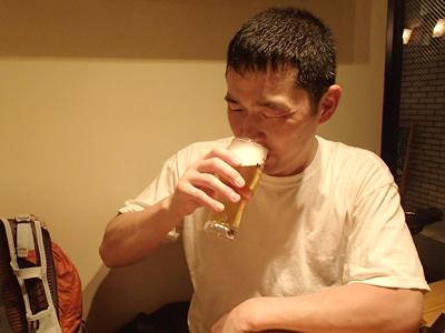 ゴール後は風呂で汗を流しゴールビールも。走った後のビールは世界一うまいビールです。もちろんその後いっぱい日本酒飲みましたよ。走った後の酒は最高!