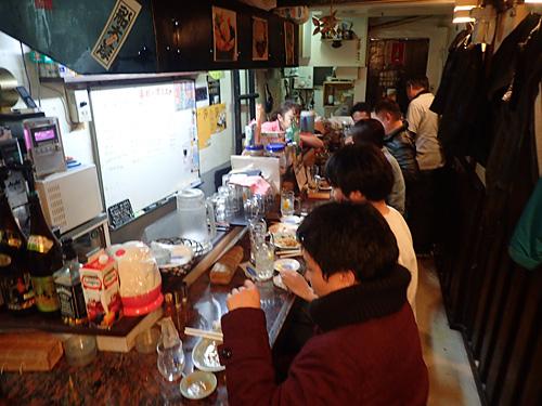 埼玉県民が大阪でカウンター飲み、緊張するわー。