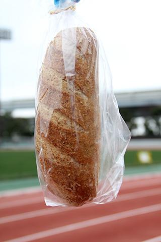 コンプレ(全粒粉のパン)しっかり重い