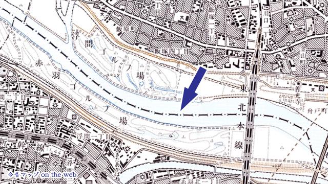 川の上のラインが県境の地図記号
