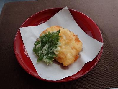 ダイナンアナゴの天ぷら。図らずも衣をつけすぎて沖縄風に。