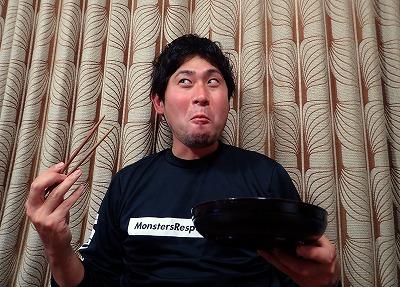 小骨を避けながら熱いうちに食べる。皮がモチモチととろけて美味い!天ぷらがダイナンアナゴにベストマッチな料理かもしれない!