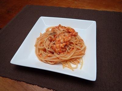 トマトソースで炒めて、ダイナンアナゴスパゲティーの完成。これは無難に美味い。