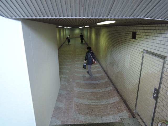 地下道を抜け