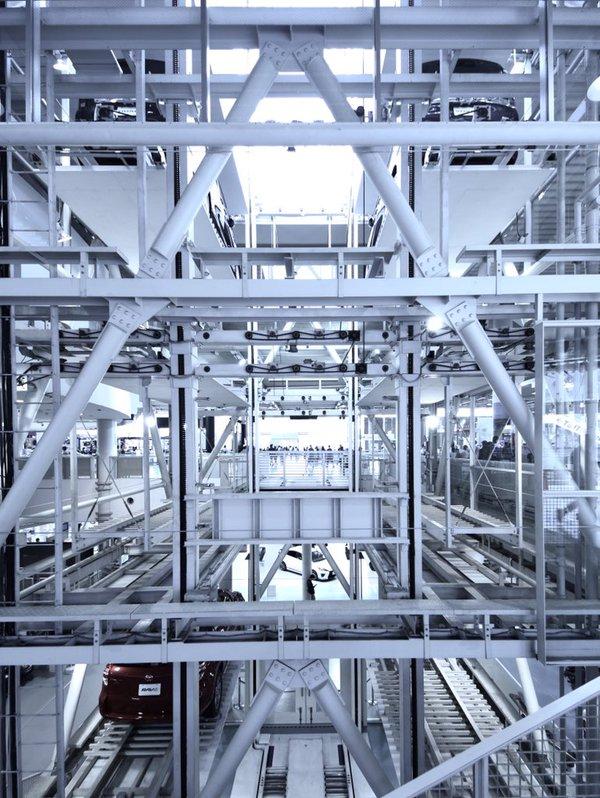 お台場、MEGA WEB内の車エレベーター(tkm)