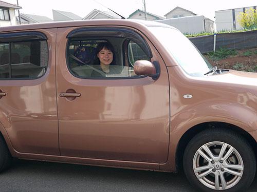 高速(東名)に乗る前に会った友人に撮ってもらった一枚。一人旅のため走行中は撮影できないので、車に乗ってる姿はこれのみ