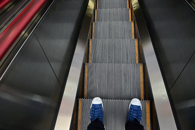できるだけ堂々と歩幅を広げて乗ることで、より「独り占め感」を感じられる
