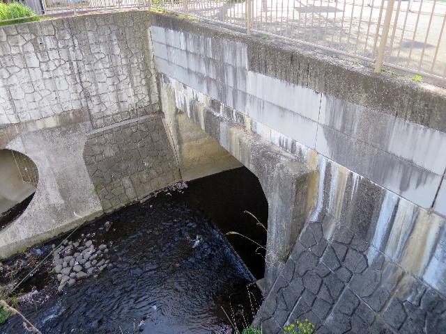 このトンネルを抜けた場所が上流端