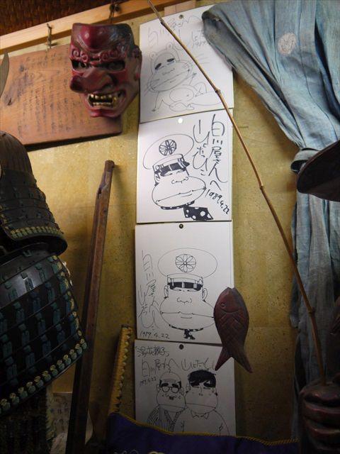 山上たつひこ先生が一番おもしろがっているかもしれない(サイン色紙が四枚も!)。