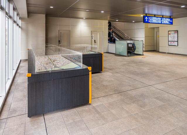 工事のたいへんさとそれを成し遂げたプライドを感じさせるのが、構内にあったこの駅と周辺の街の模型。
