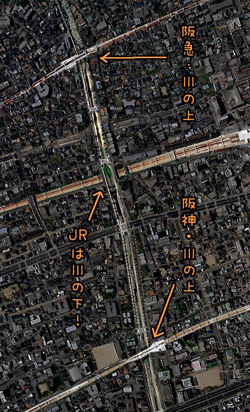 JRの場合は駅は川から離れた場所にあるのだが、それよりそもそも線路が川の下を通っているではないか。(国土地理院「地図・空中写真閲覧サービス</a>」より・整理番号・CKK20092/コース番号・C39/写真番号・42/撮影年月日2009/04/19(平21))
