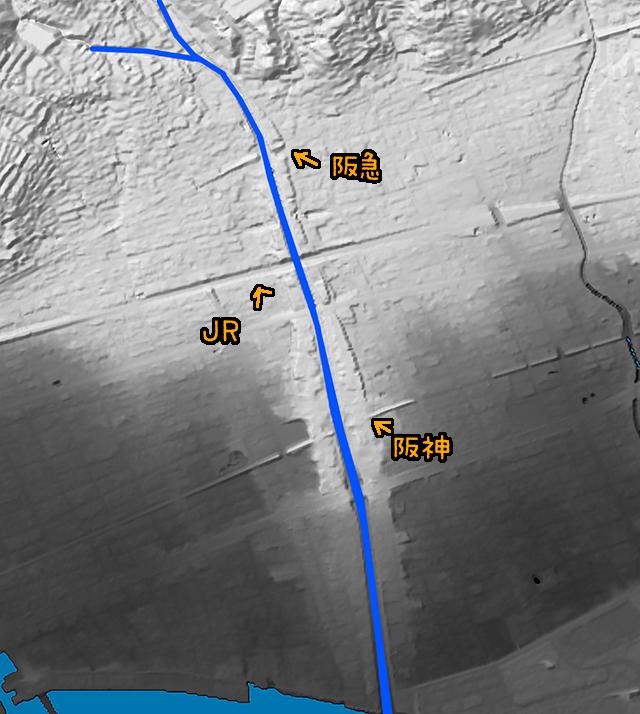 地形図で見るとこんな。芦屋川、土砂を運びまくって下流の方はまわりより高くなっているのがよく分かる(国土地理院「基盤地図情報数値標高モデル」5mメッシュをSimpleDEMViewerで表示したものをキャプチャ・加筆加工)