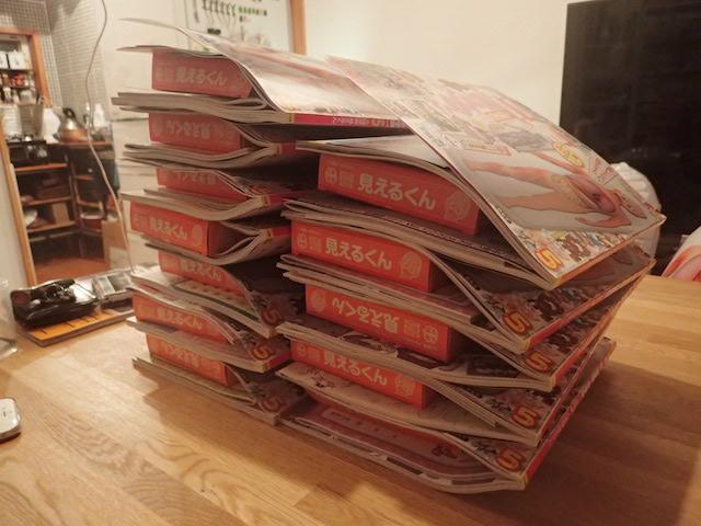 小学二年生12冊分。付録がでかいので本の厚みもスゴいことになっている。