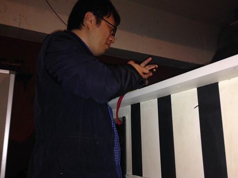 問題作りに没頭する西村さん。