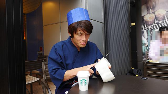下積みのぶんざいでコーヒー飲みながらとはけしからん。