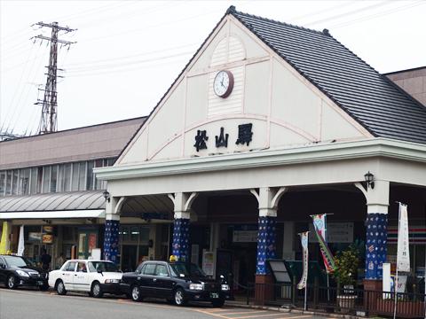 松山駅。松山といえば「坊ちゃん」ということで、必死に坊ちゃんらしきものを探したものの、あまりめぼしいものはない。