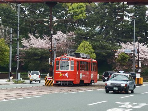 目指す店は徒歩圏内ですが、やはりここはかわいらしい路面電車に乗っていきたい。