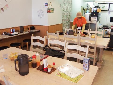 カフェのような清潔な店内。