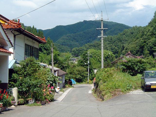 乗継ぎのため完乗までに最低2回は訪れる、広島県にある「備後落合」の駅前。こういう場所に来たら、とりあえず何もせずにボーッと過ごすのが良い。待つのが好きじゃないと辛いものがある