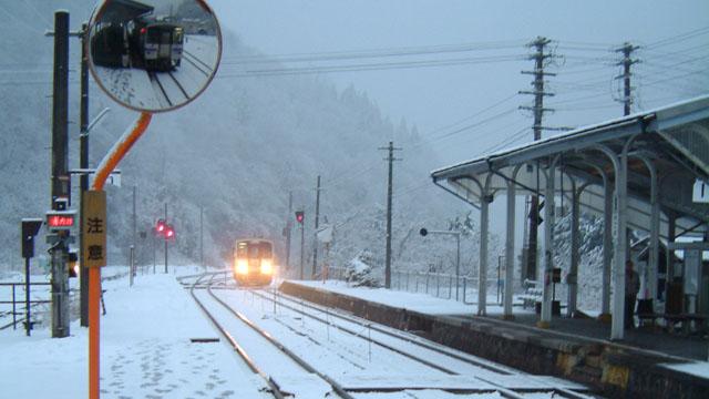 雪の日もあり、
