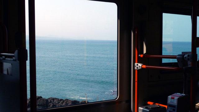 岬に向かう路線バスには、何とも言えない旅愁がある。乗りつぶしをやってなかったら、わざわざ岬に行こうとは思わなかっただろう。BGMはもちろん『岬めぐり』
