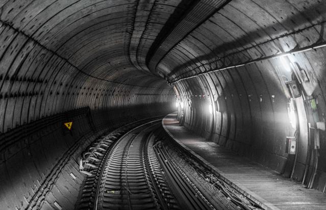 こんな感じ。地下鉄のトンネルを撮る徳川さんにぜひロンドン行ってほしいと思った。