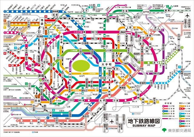 東京メトロ、都営地下鉄、どちらの路線図でも皇居が描かれている。(東京メトロの路線図ページ、都の路線図ページより)