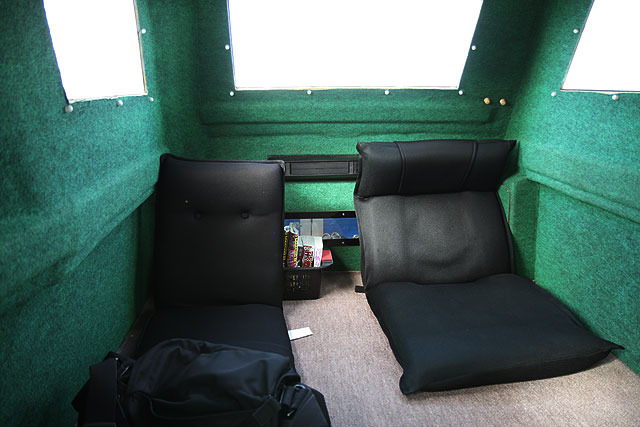 Here are passenger seats.  Exciting!  I bump into such a lot of small topics every time I go to an isolated islands.