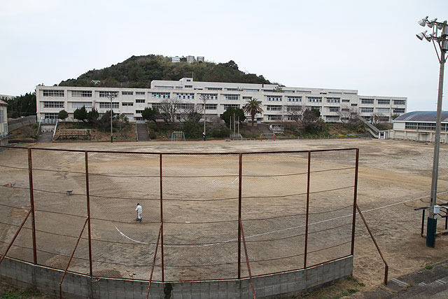 Elementary school and junior high school.  In this huge school building, there are only seven students.
