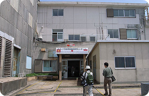 The entrance which used to have the smell of workforces